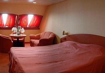 anek_lines_hellenic_spirit_double_bed_cabin