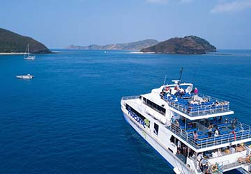 awesome_adventures_fiji_yasawa_flyer_top_deck