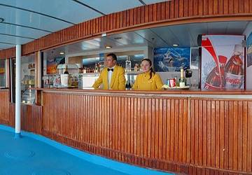corsica_ferries_mega_express_two_pool_bar