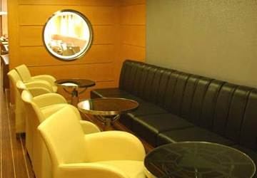 cyclades_fast_ferries_theologos_p_seating_port_hole