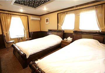dbs_cruise_ferry_eastern_dream_royal_bed_2