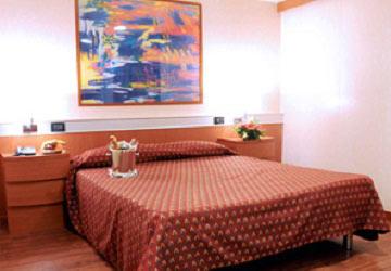 grimaldi_lines_cruise_barcelona_suite_cabin