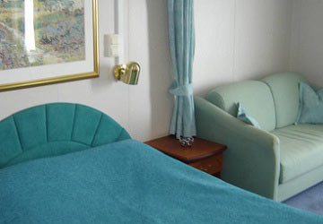 grimaldi_lines_ikarus_palace_cabin_sleeping_area