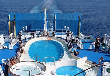 grimaldi_lines_ikarus_palace_pool_deck