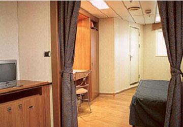 grimaldi_lines_sorrento_suite_cabin