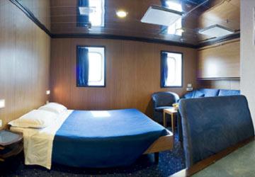 moby_lines_moby_drea_junior_suite_cabin