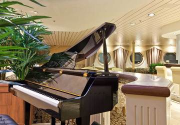 tallink_silja_baltic_queen_piano_bar