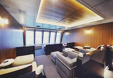 uwajima_unyu_ferries_akebono_maru_armchairs